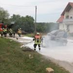 Auto in Schnaid brannte lichterloh