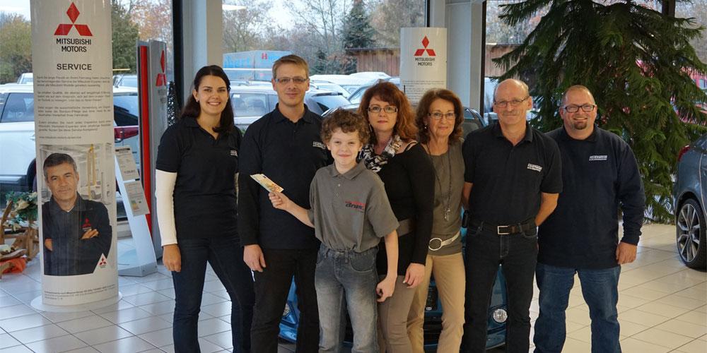 Autohaus Bruns spendet an die FFW Schlammersdorf