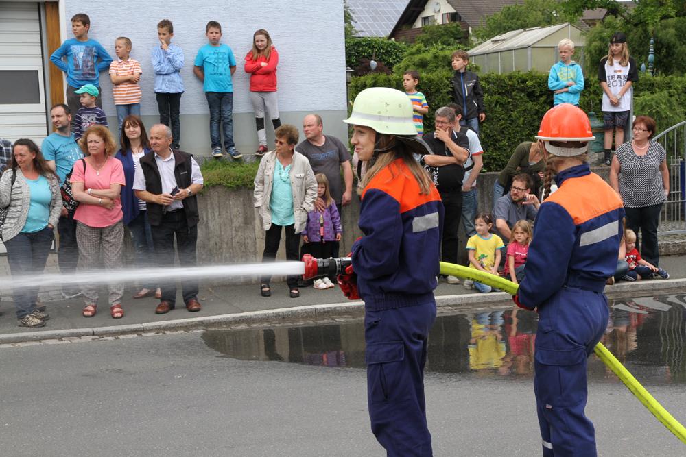 Feuerwehr mit Defibrillator ausgerüstet