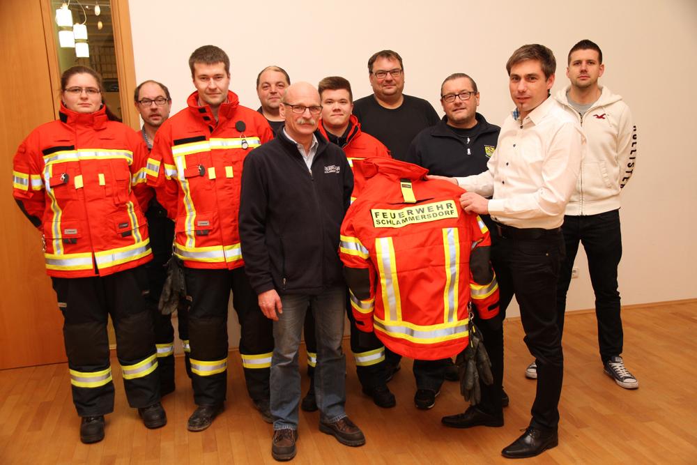 FFW Übergabe Schutzkleidung