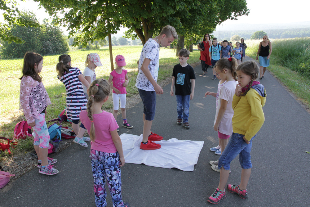 Besinnlicher Wandertag Schule Hallerndorf