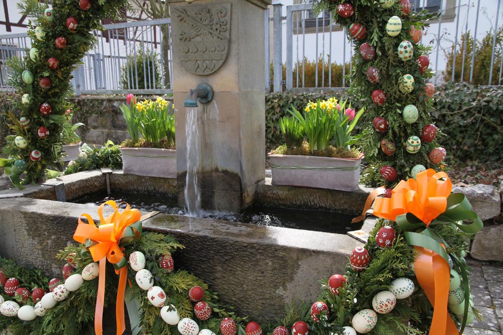Osterbrunnen in der Gemeinde