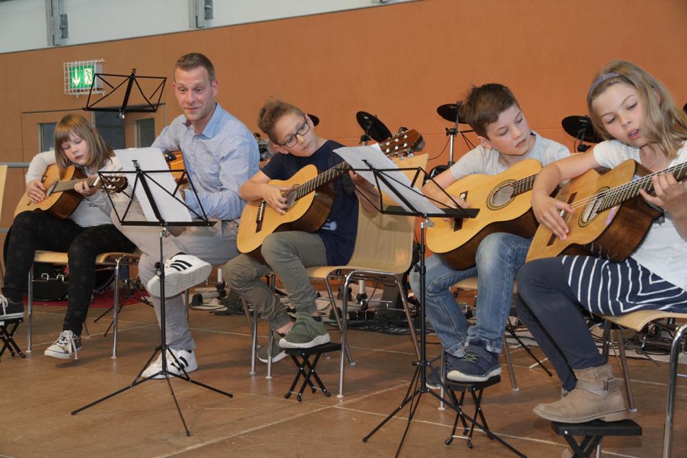 Musisch-künstlerischer Abend an der Schule