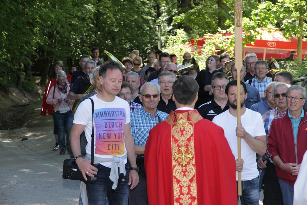 Eröffnung des Wallfahrtsjahres am Kreuzberg mit Erzbischof und Landtagspräsidentin