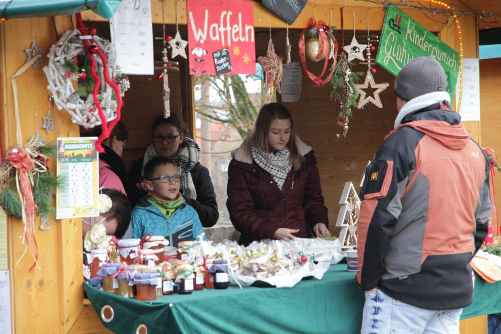 Vorweihnachtsmarkt im Rathausinnenhof war voller Erfolg