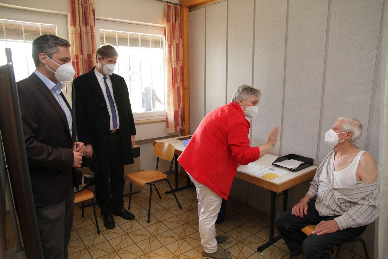 Mobiles Impfen in der Gemeinde Hallerndorf – 125 Erstimpfungen für über 80-jährige